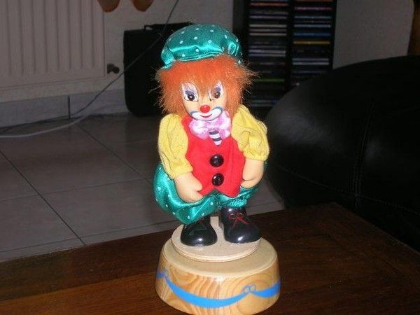 Figurines clowns C9f3b4ef